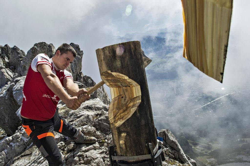Az osztrákok versenyzője, Armin Kugler is csúcsra tör Tirolban.