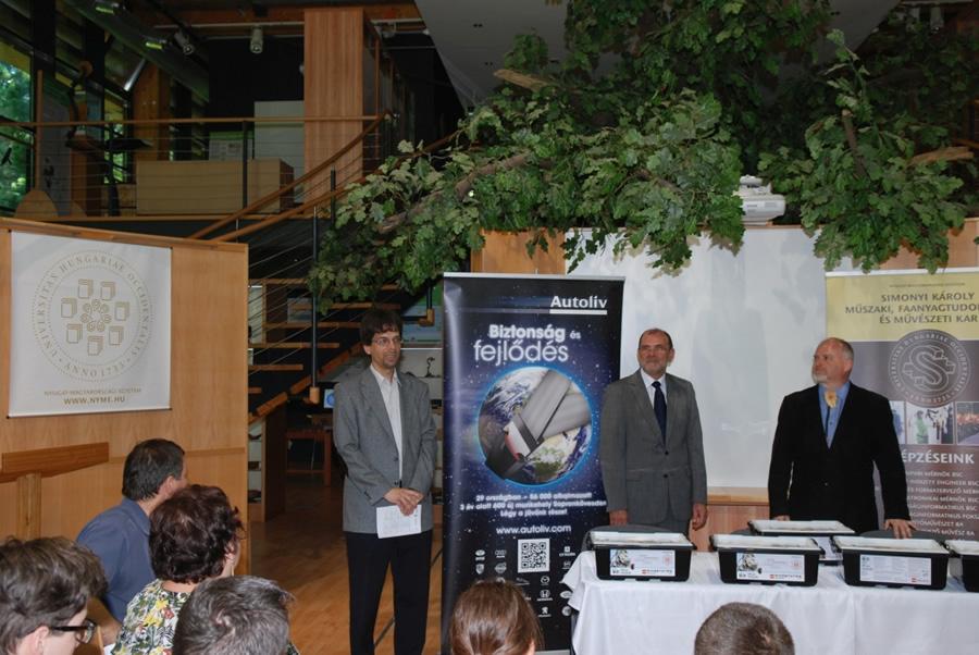 Dr. Tatai Sándor, Vass Attila és Dr. Alpár Tibor a robotok átadó ünnepségében