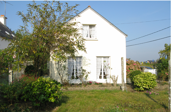 NeM-burned-wood-before-and-after-vacation-house-france-gardenista-2-705x462