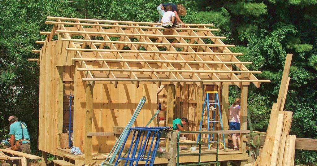Alig több mint két hónap múlva lép hatályba az építési törvény módosítása, amely szerint a lakóépületek tervezésében és kivitelezésében részt vevőknek felelősségbiztosítással kell rendelkezniük